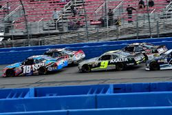 Kyle Busch, Joe Gibbs Racing Toyota and William Byron, JR Motorsports Chevrolet