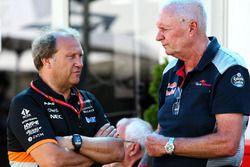 Заместитель руководителя Sahara Force India F1 Роберт Фернли, и гоночный директор Scuderia Toro Rosso Джон Бут