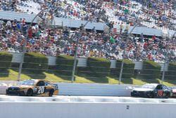 Matt Kenseth, Joe Gibbs Racing Toyota, Martin Truex Jr., Furniture Row Racing Toyota