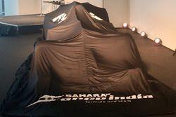 El Sahara Force India F1 VJM10 cubierto
