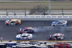 Denny Hamlin, Joe Gibbs Racing Toyota avoids crashing