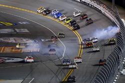 Austin Cindric, Brad Keselowski Racing Ford e Noah Gragson, Kyle Busch Motorsports Toyota, incidente