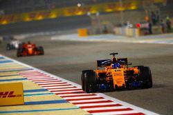 Fernando Alonso, McLaren MCL33 Renault, Sebastian Vettel, Ferrari SF71H