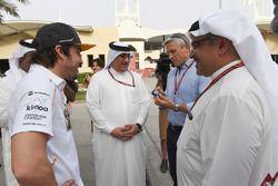 Fernando Alonso, McLaren, Sheikh Mohammed bin Essa Al Khalifa, CEO de la Junta de Desarrollo Económico de Bahrein y McLaren Accionista y Príncipe Heredero Shaikh Salman bin Hamad Al Khalifa