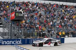 Kevin Harvick, Stewart-Haas Racing, Ford conquista la vittoria
