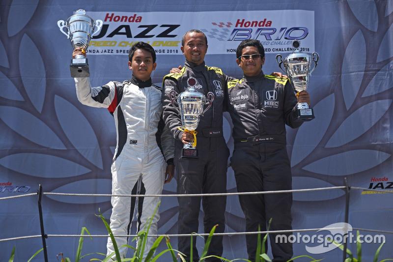 Podium Honda Jazz Speed Challenge: Pemenang balapan, Fitra Eri, Honda Bandung Center, Peringkat kedua, Zharfan Rahmadi, Cep Minsel, Peringkat Ketiga, Andika Rama Maulana, Honda Bandung Center