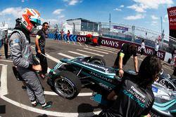 Nelson Piquet Jr., Jaguar Racing, on the grid