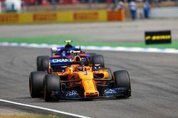 Stoffel Vandoorne, McLaren MCL33, leads Pierre Gasly, Toro Rosso STR13