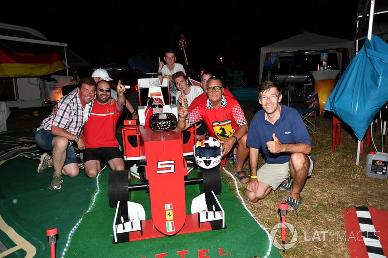 Kibice Sebastiana Vettela, Ferrari na kampingu
