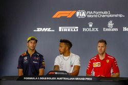 Daniel Ricciardo, Red Bull Racing, Lewis Hamilton, Mercedes AMG F1, y Sebastian Vettel, Ferrari, en