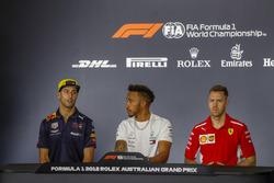 Daniel Ricciardo, Red Bull Racing, Lewis Hamilton, Mercedes AMG F1, et Sebastian Vettel, Ferrari, lors de la conférence de presse