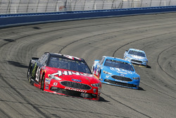 Kurt Busch, Stewart-Haas Racing, Ford Fusion Haas Automation/Monster Energy e Ryan Blaney, Team Penske, Ford Fusion PPG