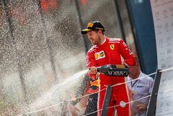 Podio: el tercer lugar Sebastian Vettel, Ferrari