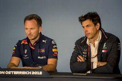 Christian Horner, director del equipo Red Bull Racing y Toto Wolff, director de Motorsport de Mercedes AMG F1 en la conferencia de prensa