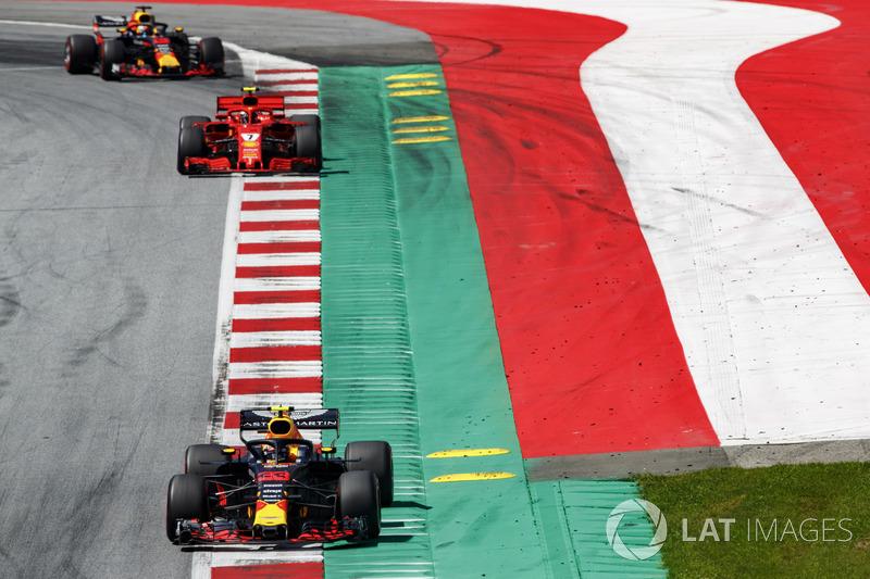 Max Verstappen, Red Bull Racing RB14, Kimi Raikkonen, Ferrari SF71H