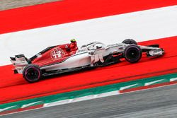 Charles Leclerc, Sauber C37 sort au large
