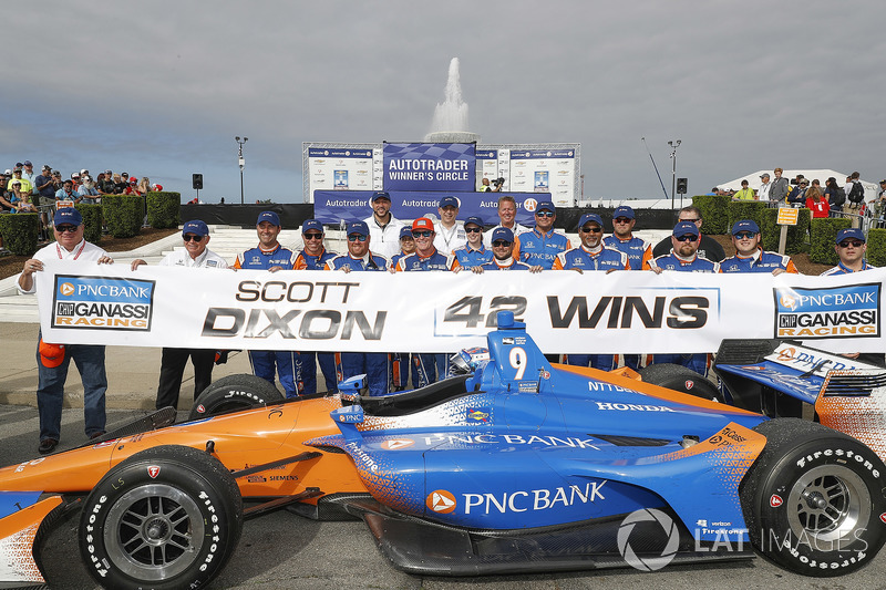 Winner Scott Dixon, Chip Ganassi Racing Honda celebrates 42 wins in Victory Lane with his team