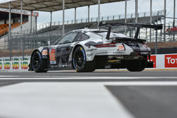 Автомобиль Porsche 911 RSR (№88) команды Dempsey-Proton Racing