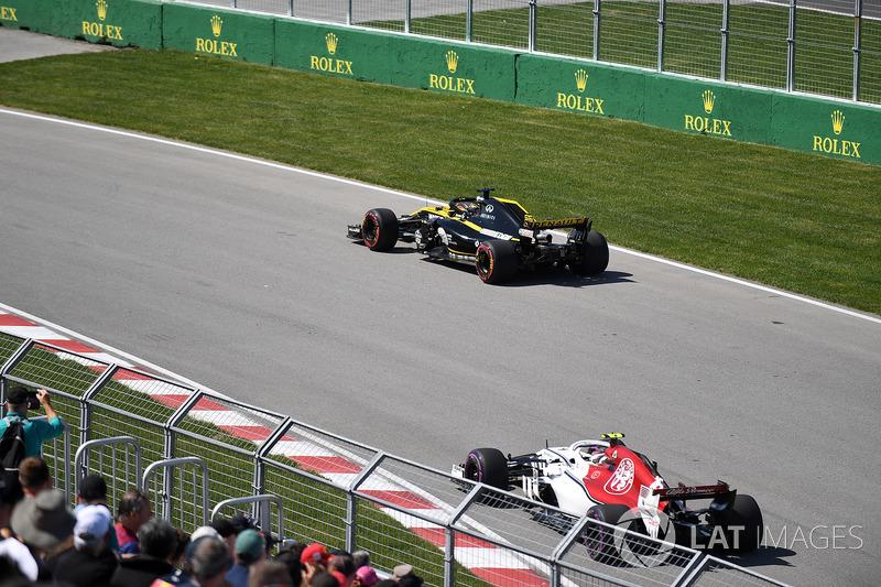 Nico Hulkenberg, Renault Sport F1 Team R.S. 18 et Charles Leclerc, Sauber C37