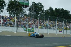 Fernando Alonso, Renault Renault F1 Team R23, crashes