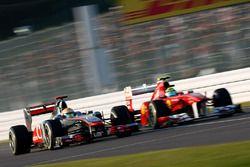 Lewis Hamilton, McLaren MP4-26 Mercedes, in gevecht met Felipe Massa, Ferrari