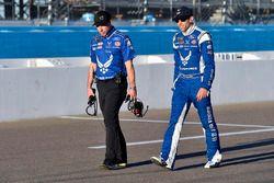 Aric Almirola, Richard Petty Motorsports Ford, mit Crewchief Drew Blickensderfer