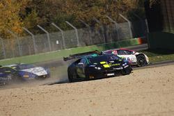 #30 Antonelli Motorsport: Emilian Dumitru Puscasu, Kikko Galbiati, Giraudi Gianluca, fuori pista