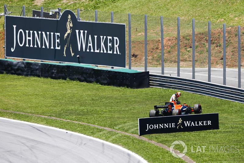 Vandoorne reports his lap 1 incident on team radio