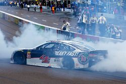 Kevin Harvick, Stewart-Haas Racing, Ford Fusion Jimmy John's celebrates his win with a burnout