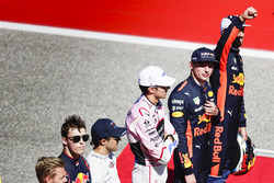 Daniel Ricciardo, Red Bull Racing, Max Verstappen, Red Bull, Esteban Ocon, Force India, Felipe Massa, Williams, Daniil Kvyat, Scuderia Toro Rosso, sur la grille pour la parade des pilotes