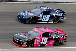 Matt Tifft, Joe Gibbs Racing Toyota y Josh Berry, March Network Toyota Camry