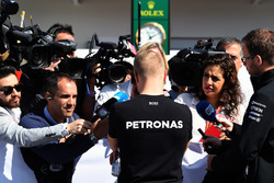 Valtteri Bottas, Mercedes AMG F1 talks to the media