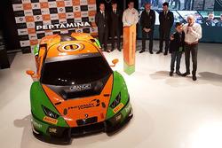 Автомобиль Lamborghini Huracan GT3 команды Grasser Racing Team, владелец Orange1 Racing Армандо Дона