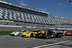 #63 Scuderia Corsa Ferrari 488 GT3, #4 Corvette Racing Chevrolet Corvette C7.R, #10 Wayne Taylor Rac