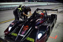 Equipo trabaja en el #40 FP2 Norma M20F: Ethan Low & Orlem Sonora of Speed Syndicate Motorsports