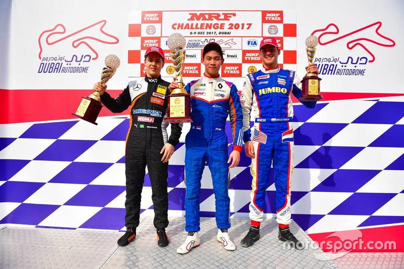 Pemenang Race 4, Presley Martono; Peringkat kedua, Felipe Drugovich; Peringkat ketiga, Rinus van Kal