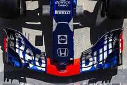 Носовой обтекатель и переднее антикрыло Scuderia Toro Rosso STR13
