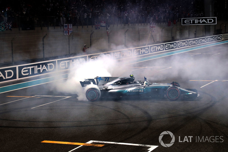Ganador, Valtteri Bottas, Mercedes-Benz F1 W08 celebra en parc ferme