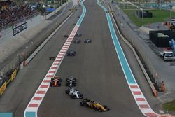 Карлос Сайнс-мл., Renault Sport F1 Team RS17, и Лэнс Стролл, Williams FW40