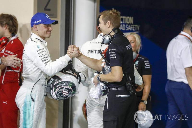 Valtteri Bottas, Mercedes AMG F1, festeggia la sua pole position