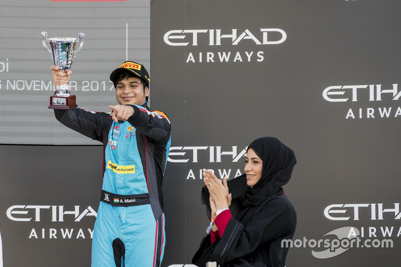 Podio: tercer lugar Arjun Maini, Jenzer Motorsport