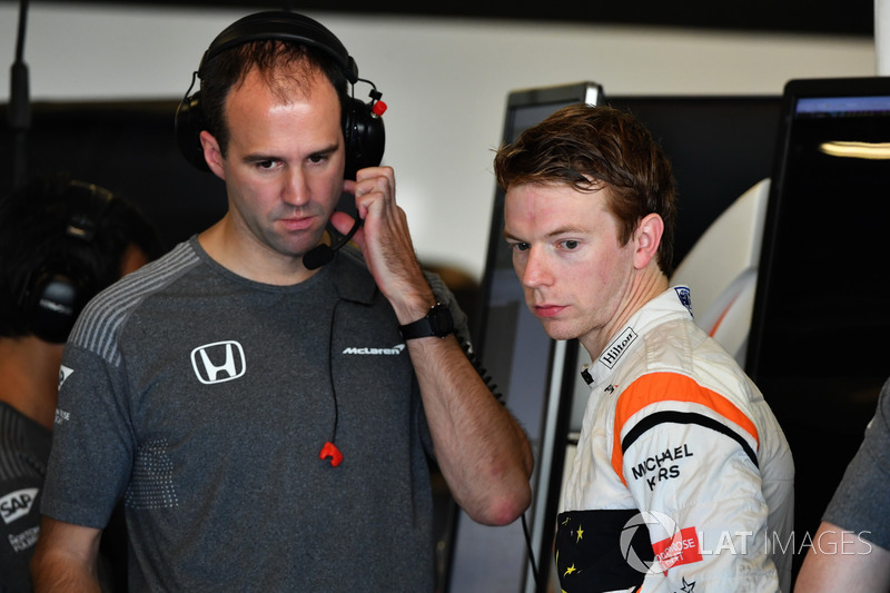 Oliver Turvey, McLaren ve Tom Stallard, McLaren Mühendisi