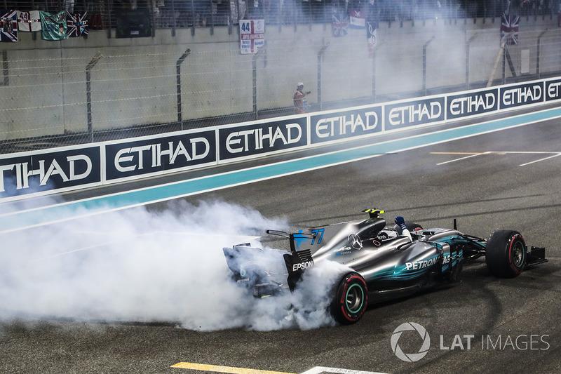 Valtteri Bottas, Mercedes-Benz F1 W08 fait des donuts