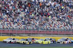 William Byron, Hendrick Motorsports, Chevrolet Camaro Hertz Erik Jones, Joe Gibbs Racing, Toyota Camry Sport Clips