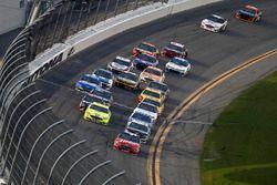 Kurt Busch, Stewart-Haas Racing Ford Fusion, Ryan Blaney, Team Penske Ford Fusion, Denny Hamlin, Joe Gibbs Racing Toyota, Aric Almirola, Stewart-Haas Racing Ford Fusion