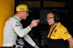Nico Hulkenberg, Renault Sport F1 Team talks with Mark Slade, Renault Sport F1 Team Engineer
