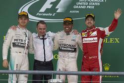 Podium: second place Nico Rosberg, Mercedes F1, Paddy Lowe, Executive Director (Technical), Mercedes AMG, Race winner Lewis Hamilton, Mercedes F1, third place Sebastian Vettel, Ferrari