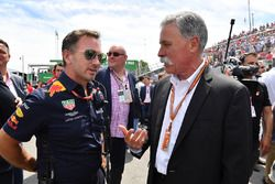 Christian Horner, director del equipo Red Bull Racing y Chase Carey, director ejecutivo Formula One Group