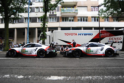 Ромен Дюма, Тимо Бернхард, Свен Мюллер (№94); Патрик Пиле, Ник Тэнди, Эрл Бамбер, Porsche GT Team, Porsche 911 RSR (№93)