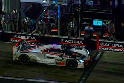 #7 Acura Team Penske Acura DPi, P: Helio Castroneves, Ricky Taylor, Graham Rahal pit stop